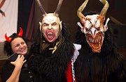 Čerti z Rakouska strašili ve šternberském kulturáku