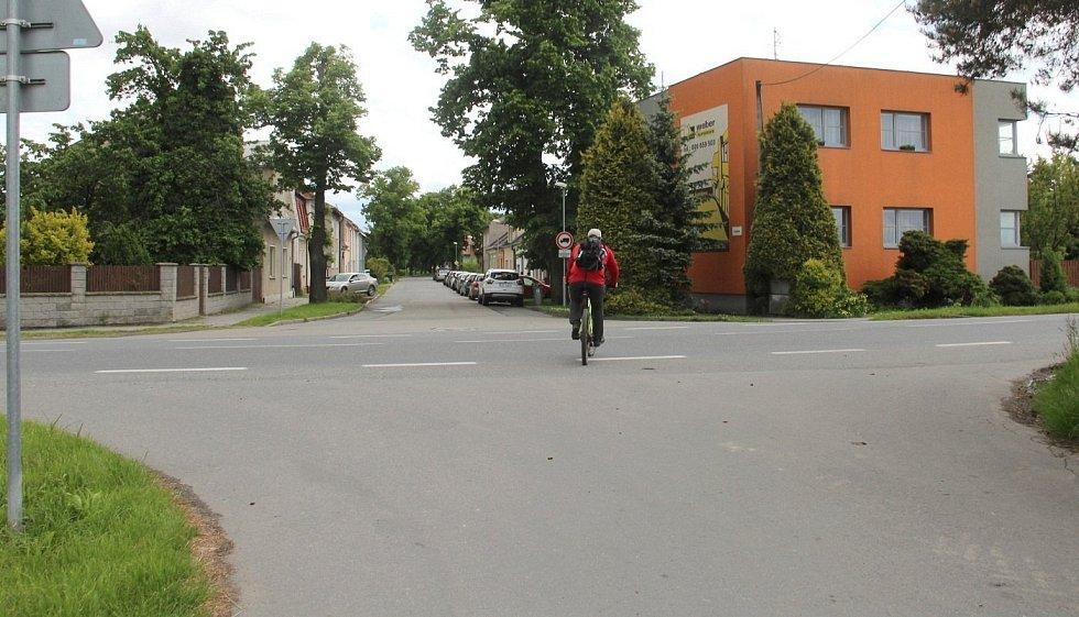 Současné napojení na Chválkovickou ulici ve směru od parkoviště u in-line stezky