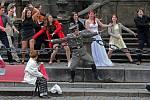 Happeningové představení Druhé město na Horním náměstí v Olomouci