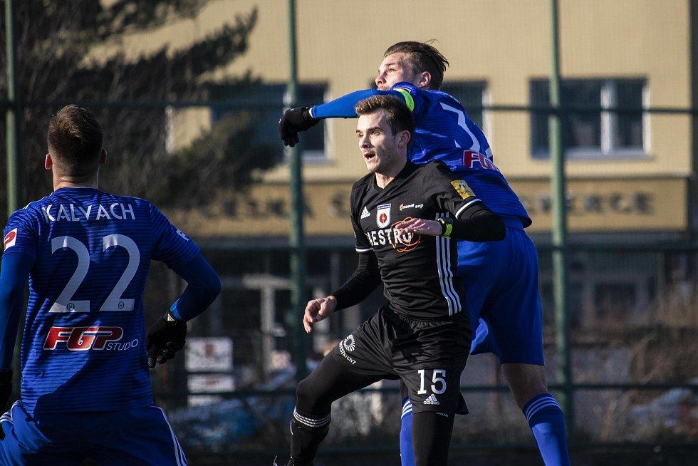 Olomoucká Sigma doma remizovala v přípravném utkání doma s Ružomberkem 1:1.  Vít Beneš ve vzdušném souboji.