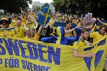 Švédští fanoušci v ulicích Olomouce před prvním zápasem fotbalového Eura U21 na Andrově stadionu