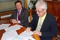 Rektor UP Jaroslav Miller a starosta Litovle Zdeněk Potužák