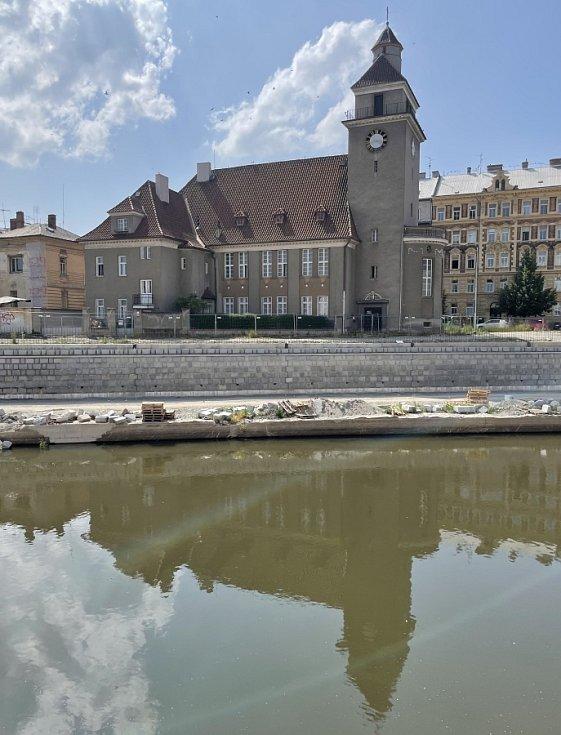 Budoucí náplavka. Stavba protipovodňových opatření v centru Olomouce, 24. června 2021Stavba protipovodňových opatření v centru Olomouce, 24. června 2021