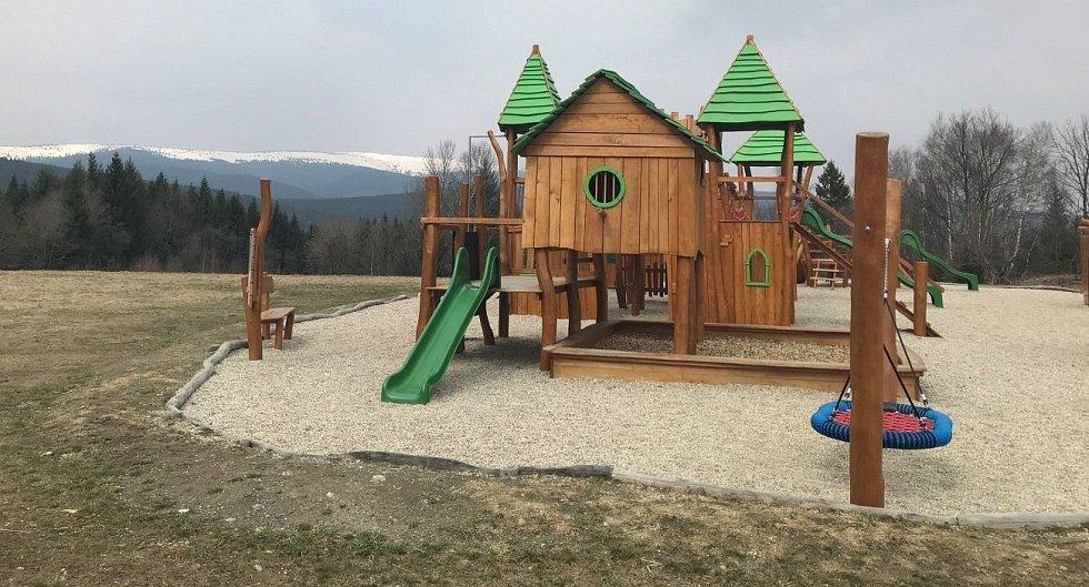 Vzor pro chystanou rozhlednu u Pohořan: rozhledna v Nové Vsi, část Dolní Moravice na Bruntálsku.