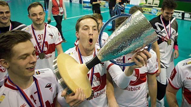 00256a07be2 Florbalové drama v Olomouci  pohárový triumf slaví Pardubice