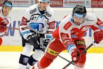 Mora ve čtvrtfinále proti Plzni. Lukáš Nahodil (vpravo)
