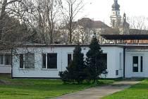 Bývalý výzkumný ústav mezi Hradiskem a Černou cestou částečně již využívá International School Olomouc, nyní získá celý areál