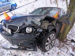 Havárie opilého řidiče BMW mezi Véskou a Dolany