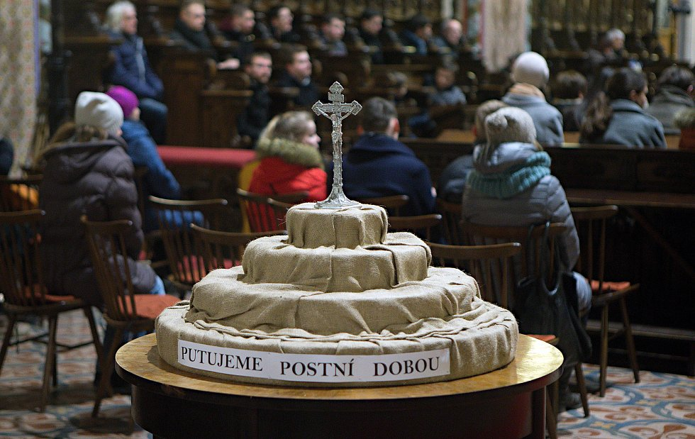 Popeleční středa v olomoucké katedrále sv. Václava. Archivní ilustrační foto