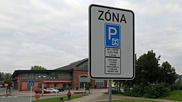 Nový parkovací režim u obchodního domu Senimo v Olomouci.