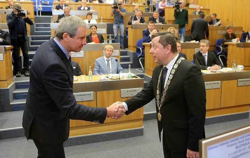 Jiří Kubíček (vlevo), zastupitel za SPOZ/SPD. Ustavující zasedání nového olomouckého zastupitelstva, listopad 2018