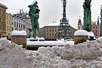 Zasněžené Horní náměstí v Olomouci. 1. února 2017
