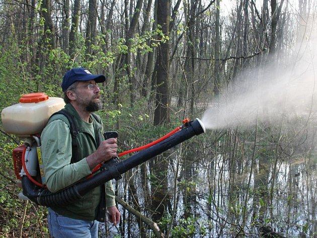 Postřik proti komářím larvám