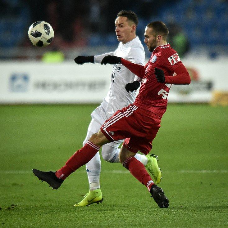 Utkání 19. kola první fotbalové ligy: Baník Ostrava - Sigma Olomouc, 14. prosince 2018 v Ostravě. Na snímku (zleva) Daniel Holzer a Tomáš Zahradníček.