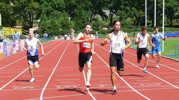 Lazor  (č. 259) v běhu na 100 m byl druhý časem 10,90