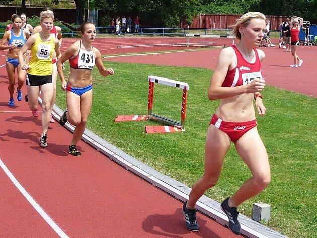 Klímová vběhu na 5000m vede skupinu vytrvalkyň