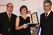 Zástupci Vědeckotechnického parku při UP přebrali cenu za nejlepší projekt podnikatelského inkubátoru.