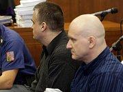 Hlavním míchačům metanolové směsi Rudolfu Fianovi (vpravo) a Tomáši Křepelovi (vlevo) Vrchní soud v Olomouci v roce 2015 potvrdil doživotní tresty