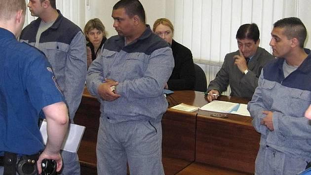 Trojice odsouzená za okradení dealara před Vrchním soudem