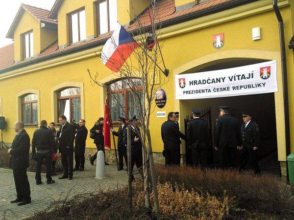 Hradčany čekají na příjezd prezidenta