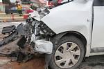 Při srážce osobních aut na okraji Drahanovic se zranila řidička a dítě.