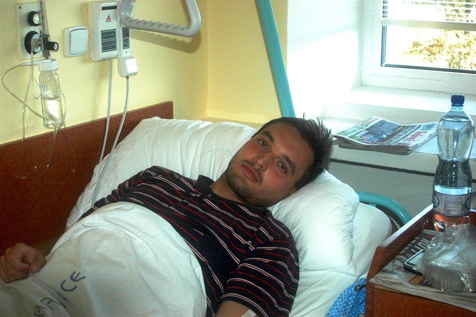 Fotbalista Petr Ullmann, kapitán Jesence, skončil po utkání ve Smržicích kvůli kolapsu v závěru v nemocnici.