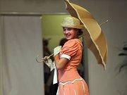 Závěr dne otevřených dveří v ZŠ Vítězná Litovel patřil módní přehlídce ve stylu první republiky.