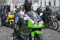 Motorkáři na olomouckém Horním náměstí zahájili sezonu