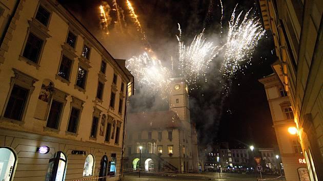 Ohňostroj k výročí 100 let republiky v Olomouci na Horním náměstí.