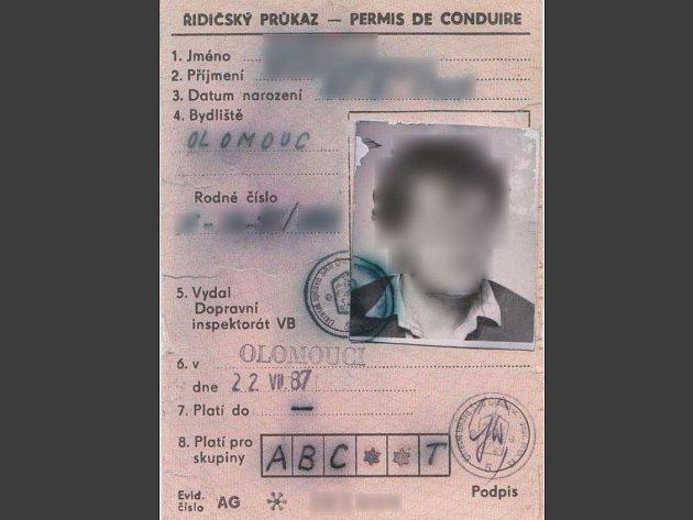 Padělaný řidičský průkaz, se kterým muž z Olomouce jezdil 27 let