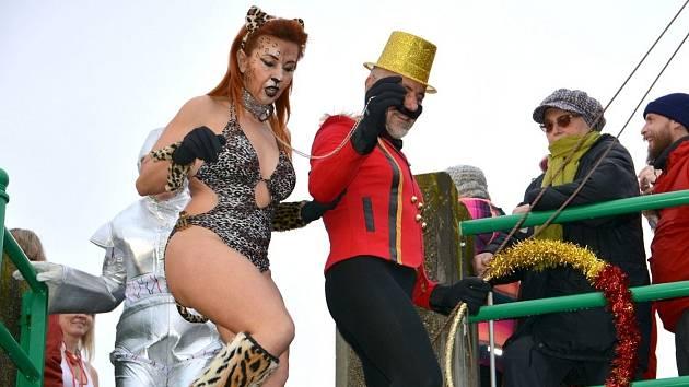 Tradiční silvestrovská show otužilců v řece Bečvě v Přerově letos nebude. Ilustrační foto