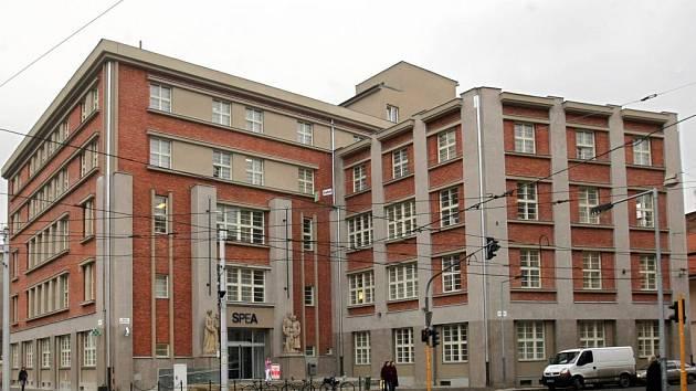 Poliklinika SPEA na náměstí Hrdinů