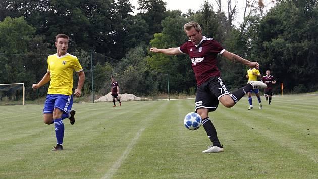 Fotbalisté Litovle (v tmavém). Ilustrační foto