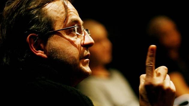 Inscenaci Hamleta se souborem Kašpar nastudoval režisér a herec Jakub Špalek.
