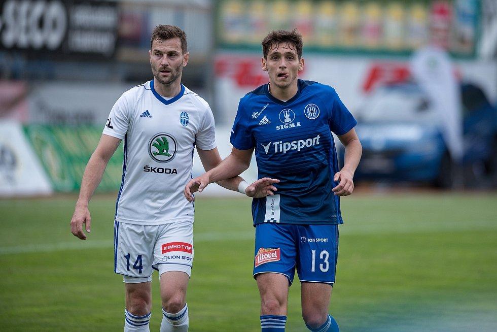 Fotbalisté Sigmy Olomouc (v modrém) proti Mladé Boleslavi.
