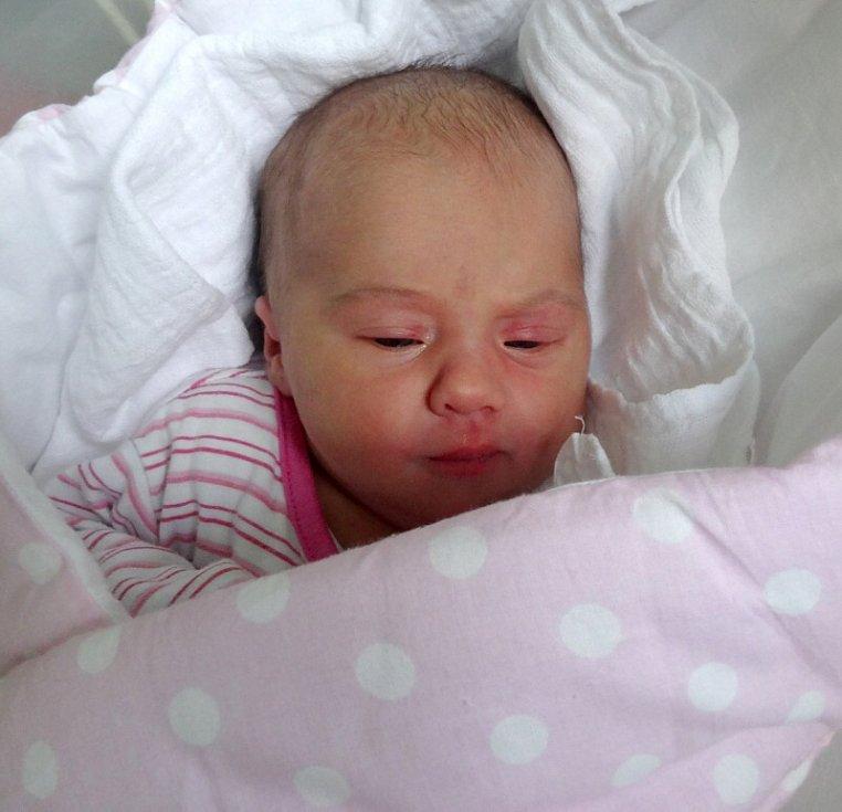 Valerie Němečková, Přerov narozena 3. prosince váha 3574 g