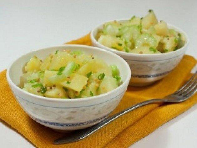 Bramborový salát sřapíkatým celerem