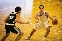 Basketbal Olomouc (v bílém) porazil Šlapanice 114:88