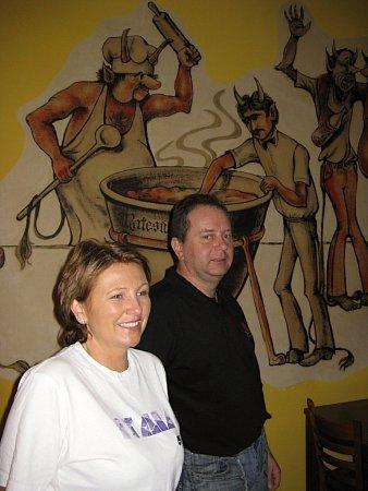Manželé Smékalovi, kteří se snaží opozvednutí kdysi vyhlášené daskabátské hospody