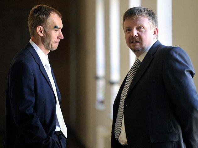 Petr Drobisz a jeho obhájce Petr Konečný u Okresního soudu v Olomouci