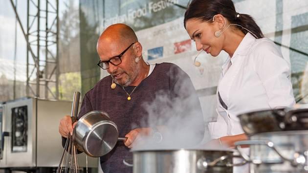 Zdeněk Pohlreich a Eliška Bučková - tváře Garden Food Festivalu v Olomouci