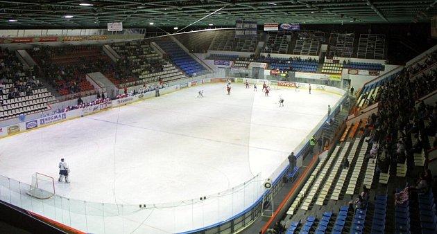 Poloprázdné ochozy zimního stadionu vOlomouci