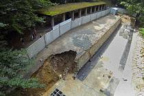 Rekonstrukce správní budovy a vstupu do Javoříčských jeskyní skončí až v polovině roku 2015