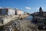 Konec července 2018. Dokončení demolice starého mostu u Bristolu