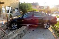 Havárie opilého řidiče audi v Zolově ulici v Olomouci