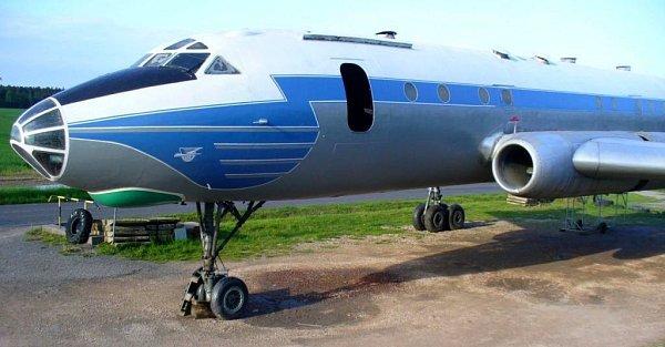 Tu-104zOlomouce vnovém kabátě jako atrakce Air parku ve Zruči