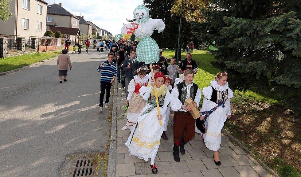 Vynášení zimy v Troubelicích na Olomoucku, duben 2014