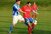 Fotbalisté Dolan (v červeném). Ilustrační foto