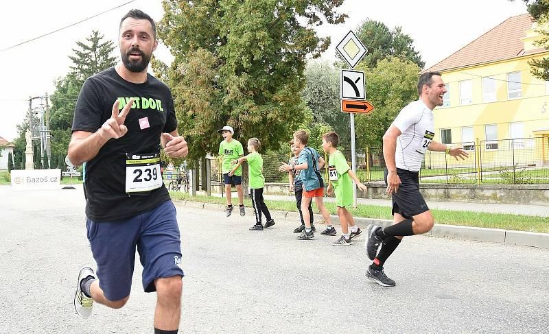 1. ročník běžeckého závodu Dubanský desítka se vydařil. Zúčastnily se stovky běžců v rozličných kategoriích. Michal Ordoš