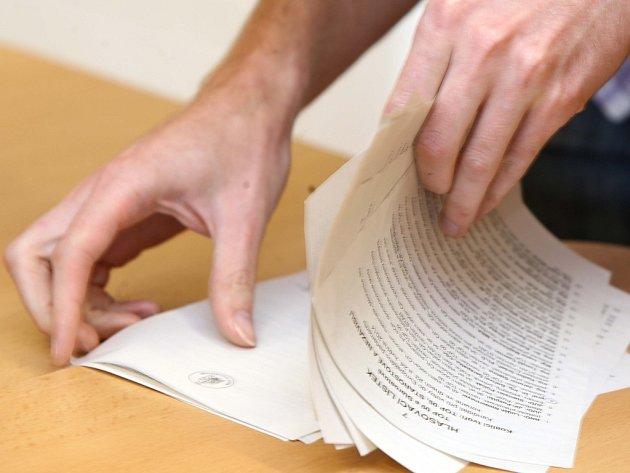 Eurovolby - sčítání hlasů volební okrsek 41 na ZŠ Heyrovského v Olomouci